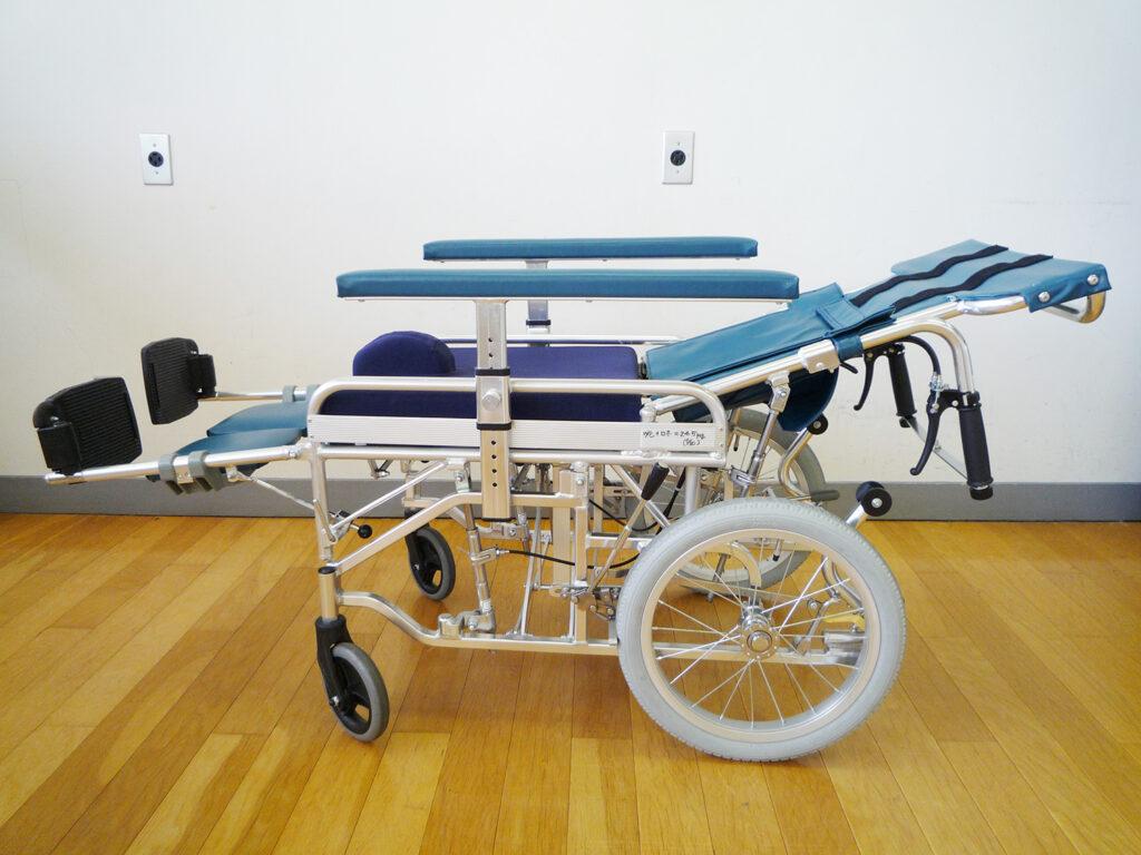 リクライニング式車椅子
