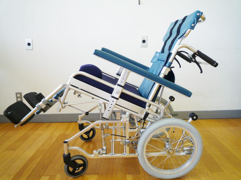 リクライニング・ティルト式車椅子