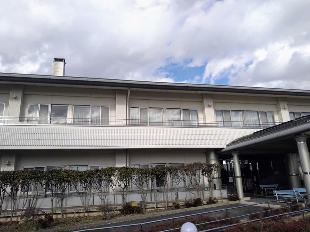 施設棟の外観
